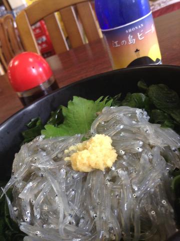 弁天茶屋の生しらす丼と湘南ビール
