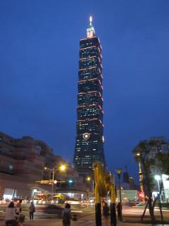 ライトアップされた台北101