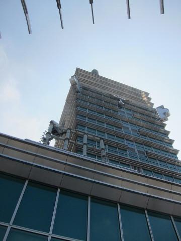 屋外展望台から見た台北101の先っちょ