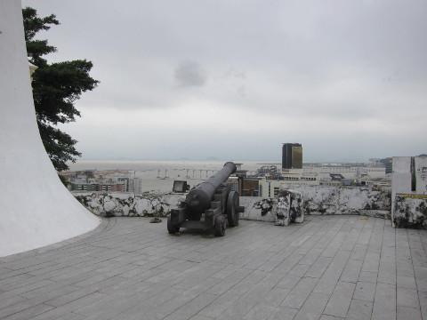 ギアの砲台