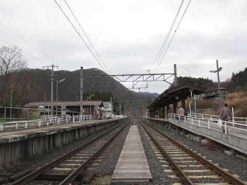 作並駅のプラットホーム