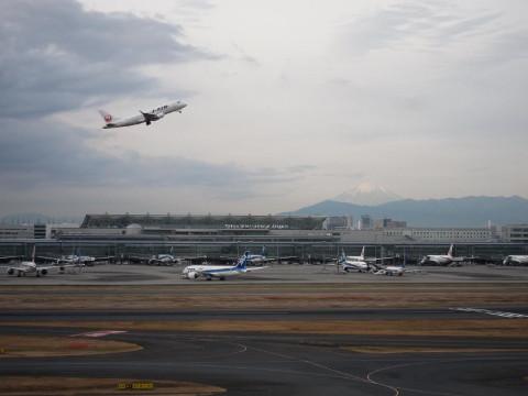 羽田空港から富士山が見えました