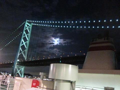 去りゆく明石海峡大橋