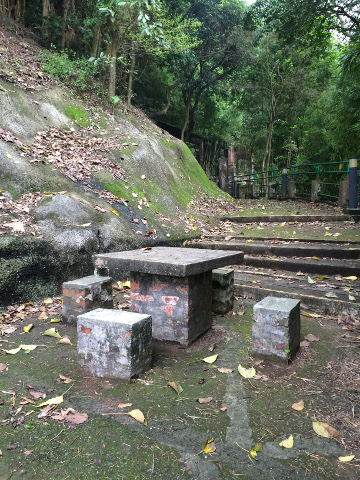 青山禅院内の小道
