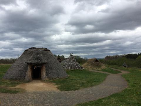 竪穴式住居群