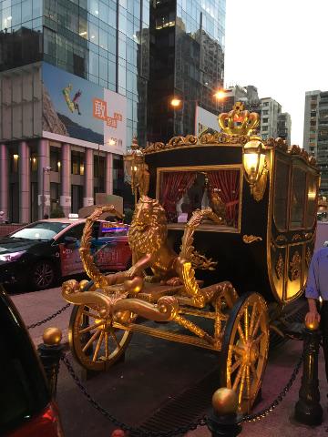 グランドエンペラーホテルの馬車