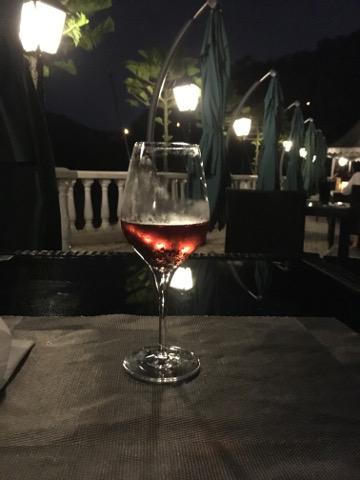 テラスで飲むワイン