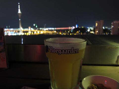 夜のマカオタワーとヒューガルデン