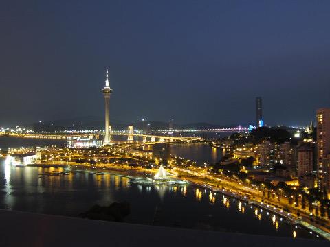 夜のマカオタワー