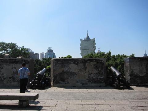 モンテの砦、グランドリスボアを砲撃