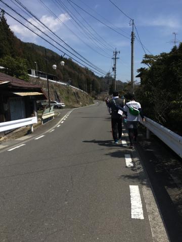 坂道を歩く