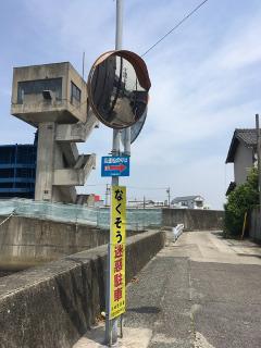 河和港への案内表示