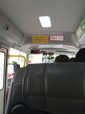ミニバス車内