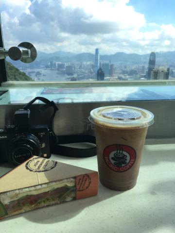 パシフィックコーヒーで朝食