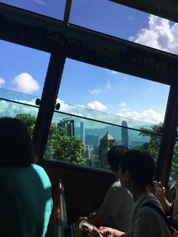 ピークトラム車内からの眺め