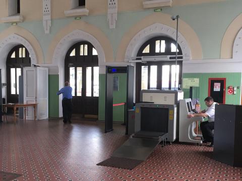 ウラジオストク駅入口のセキュリティチェック