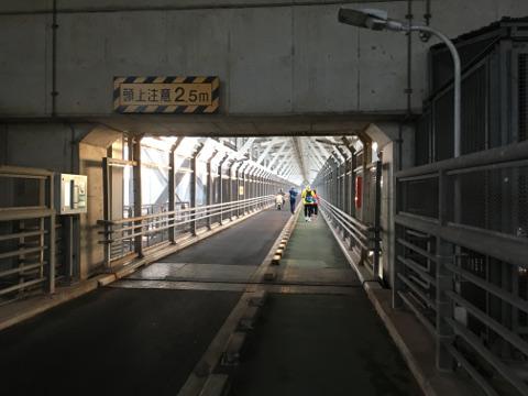 因島大橋を歩く