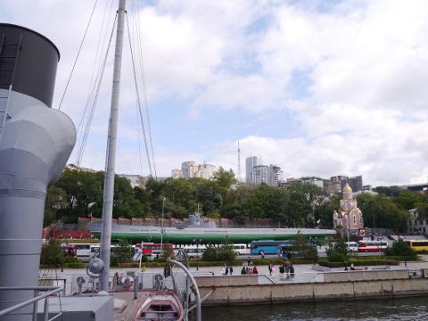 記念艦レッドヴィンペルから見た潜水艦博物館