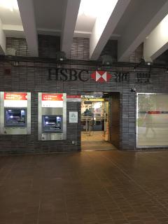大学構内にある銀行