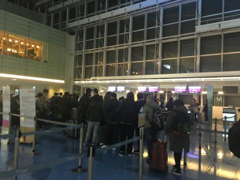 羽田のチェックインカウンター