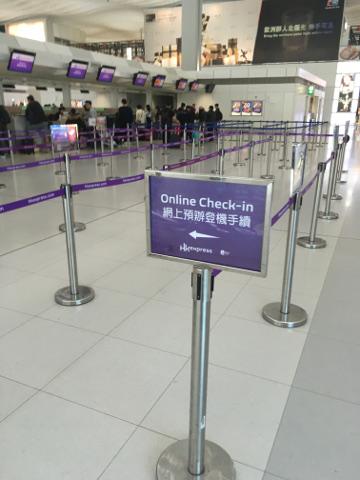 香港のチェックインカウンターはガラガラ