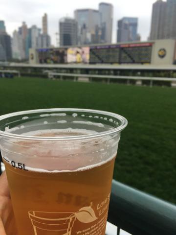 競馬場とビール