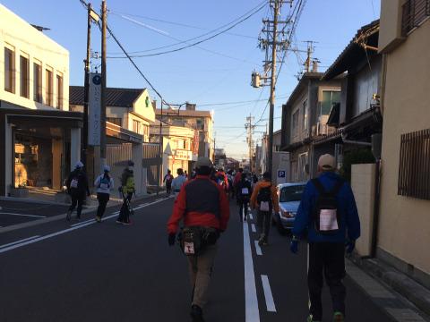 街中を歩く