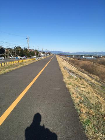 木曽川沿いを歩く