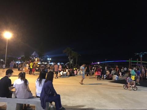 観音亭の広場