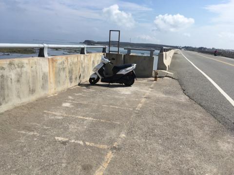 澎湖跨海大橋上の駐車スペース