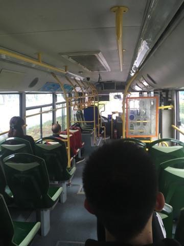 厦門のバス車内