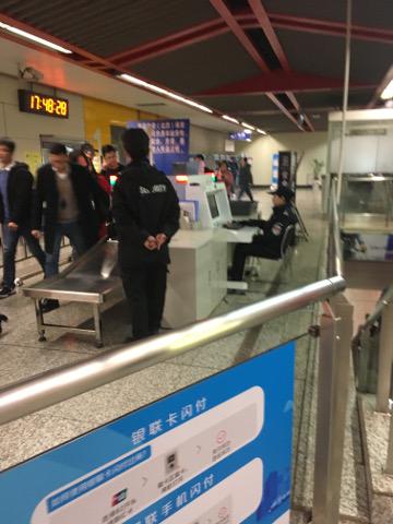 南京地下鉄のセキュリティゲート