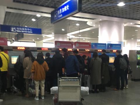 上海浦東空港駅の地下鉄券売機
