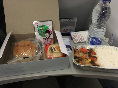 中国東方航空南京厦門便の機内食