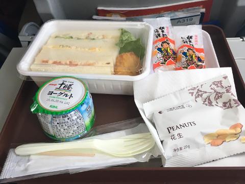 中国東方航空岡山上海便の機内食