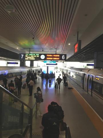 上海虹橋駅プラットホーム