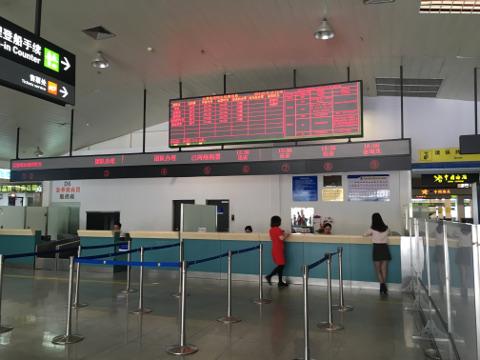 厦門フェリーターミナルのチェックインカウンター
